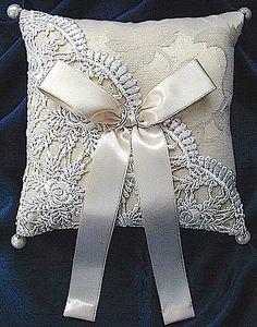 ateliersarah's ring pillow Supernatural Style | https://styletrendsblog.blogspot.co