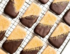 Chocolate Dipped Churro Shortbread Cookies ~ this easy cinnamon cookie recipe has all the flavors of classic churros, including the decadent chocolate dip! Melting Chocolate Chips, Chocolate Coating, Chocolate Dipped, Chocolate Hazelnut, Pumpkin Pie Recipes, Cookie Recipes, Dessert Recipes, Party Desserts, Frozen Chocolate