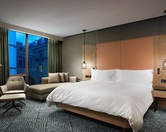 Hilton London Bankside Hotel, GB - Executive Room Bed and Seating