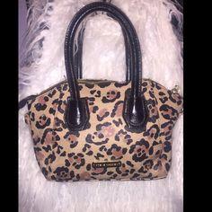 """Steve Madden purse Steve Madden small cheetah print design purse. 7"""" long 4"""" wide. Zipper on inside. Steve Madden Bags Mini Bags"""