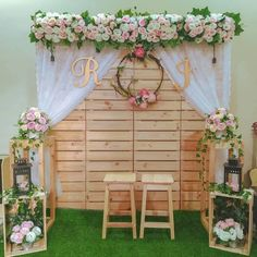 Wedding Backdrop Design, Wedding Hall Decorations, Wedding Stage Design, Rustic Wedding Backdrops, Floral Backdrop, Rustic Wedding Flowers, Simple Stage Decorations, Wedding Mandap, Wedding Receptions