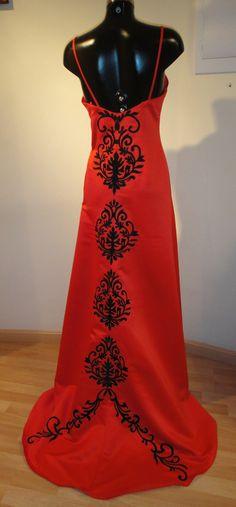 Vestido largo rojo con cola