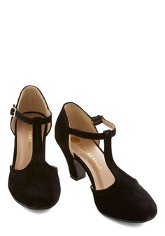 Vintage Shoes Hep in Your Step Heel in Black. You can't keep your feet from dancing after fastening the silver buckle of these black T-strap heels. Vintage Style Shoes, Vintage Heels, Retro Shoes, Retro Vintage, Retro Style, T Strap Shoes, Wedge Shoes, Prom Heels, Pumps Heels