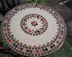 Mesa em ferro com tampo em mosaico