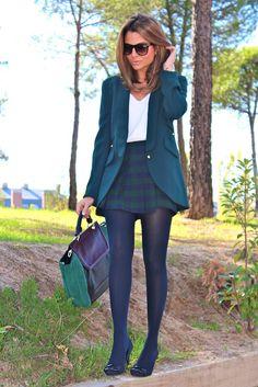 Fashion and Style Blog / Blog de Moda . Post: Color of hope / Color esperanza .More pictures on/ Más fotos en : http://www.ohmylooks.com/?p=20133 .Llevo/I wear: Blazier : Hoss Intropia (Las Rozas Village) ; Skirt : Zara (New Collection) ; Blouse : Zara (New Collection) ; Bag : Zara (New collection) ; Watch : Marco Mavilla watches (modelo Pepito) ; Shoes : Mari Paz (old) ; Tights : Calzedonia