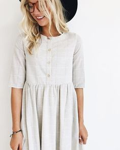 """Proud to say this ROOLEE original is fully lined, has pockets + functional """"nursing-friendly"""" buttons! Click link in bio to shop the 'Clarice Button Dress' ♡♡♡"""