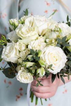 Brudepikebukett med hvite roser Colours