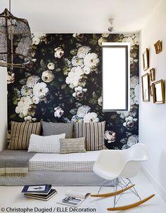Une chambre qui mixe les imprimés - Une maison de vacances en ville, blanche et épurée - Elle Décoration