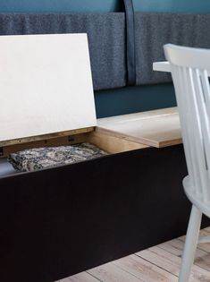 Create practical storage in your dining area with a bench with smart storage under the seats. Dining Bench With Storage, Dining Room Storage, Kitchen Benches, Built In Furniture, Chicago Furniture, Cheap Furniture, Diy Sofa, Dining Sofa, Decorating On A Budget