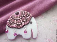 Купить Слоники-брошки с попоной из полимерной глины - белый, слон, слоник, слон-брошь