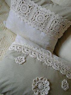 Háčkované polštáře – Knitting and crocheting Crochet Cushion Cover, Crochet Cushions, Sewing Pillows, Crochet Pillow, Diy Pillows, Patchwork Cushion, Crochet Home, Crochet Crafts, Crochet Projects
