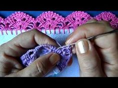 """Crochet Edging Learn how to make this cozy slouchy hat, with a beautiful """"snowfall"""" coloring! This video shows you step-by-step how to make this cute hat. Crochet Edging Patterns, Crochet Borders, Crochet Squares, Crochet Designs, Crochet Hook Set, Love Crochet, Crochet Yarn, Crochet Stitches, Crochet Basics"""