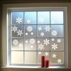 enfeites de natal flocos nas janelas