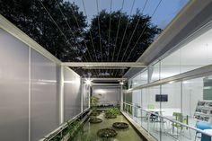 El Eco Commercial Building Brasil es un edificio sostenible capaz de adaptarse al clima local y genera un mínimo impacto en el medio ambiente.
