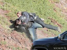 Charlie Hunnam Shoots 'Sons Of Anarchy' On A Grassy Hill With His Co-Stars