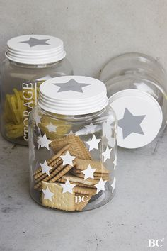 An idea for dressing up the jars in the green cabinet. Scandinavian Christmas, Christmas Diy, Xmas, Mason Jar Crafts, Mason Jars, Creation Deco, Jar Gifts, Centre Pieces, Glass Jars