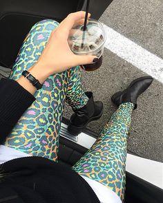 On Saturdays we love wearing @kiwifashion1 leggings and #glamazons ankle boots | #kisterss #kiwifashion1 #dw #madoxxlifestyle #clothesinheaven