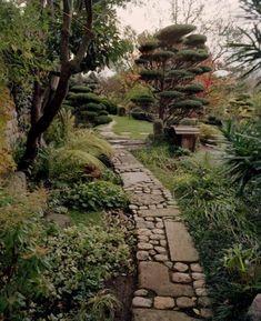 75 Elegant Side Yard Garden Decor Ideas - Page 49 of 87 Rock Walkway, Walkway Ideas, Stone Walkway, Rock Path, Dream Garden, Garden Paths, Garden Hedges, Backyard Landscaping, Landscaping Ideas