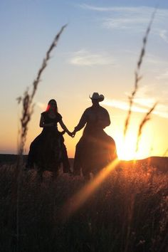 Rode horses in the sunset, holding hands. So romantic! Country Couple Pictures, Cute Country Couples, Cute N Country, Photo Couple, Cute Couples Goals, Country Life, Country Girls, Couple Photos, Country Prom