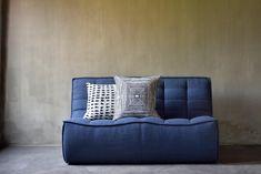 A découvrir au showroom à Uccle : 1232 CHaussée de Waterloo à 1180 Bruxelles Decoration Design, Showroom, Textiles, Throw Pillows, Bed, Collection, Home, Teak Furniture, Brussels