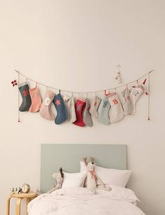 Homemade Advent Calendars Homemade Advent Calendars For Kids. Fabric stocking advent garland hung from childrens bed. Homemade Advent Calendars Homemade Advent Calendars For Kids. Fabric stocking advent garland hung from childrens bed. Diy Advent Calendar For Kids, Homemade Advent Calendars, Advent Calenders, Kids Calendar, Fabric Advent Calendar, Christmas Tale, All Things Christmas, Christmas Holidays, Cool Ideas