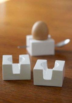 Coquetier design carré Egg Cube de la marque Kathleen Hills Idée cadeau : Pour qui ? : Pour la maison, Pour Elle (idée cadeau femme)Pour quelle occasion ? : , idée cadeau Noël, idée cadeau Fête des