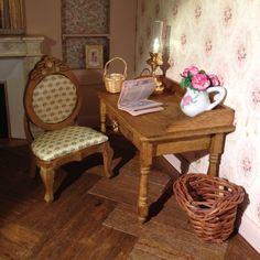 J'ai recouvert la petite chaise d'une soie à petits motifs répétés, Catherine B.