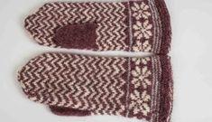 Prickiga Linjer – Dela dina vantar! Knit Mittens, Knitted Hats, Wrist Warmers, Fingerless Gloves, Knitting Patterns, Knitting Ideas, Free Pattern, Crochet, Socks