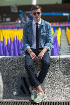 Denim Jacket Fashion, Denim Jacket Men, Men's Swimwear, Streetstyle 2016, Mens Photoshoot Poses, Casual Outfits, Men Casual, Herren Outfit, Mens Fashion Week