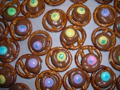 Pretzel Chocolate Goodies - will use red and green M&M's for Christmas!