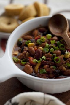 Meatless Monday: More Slow Cooker Recipes and Vegan 3 bean Chili
