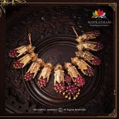 Don't Miss These Royal Looking Necklace Designs!! • South India Jewels Antique Jewellery Designs, Gold Jewellery Design, Gold Jewelry, Antique Jewelry, Antique Necklace, Gold Necklace, Indian Jewelry Sets, Jewelry Illustration, Necklace Designs