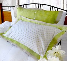 Re-imagine & Renovate: Double-Flange Pillow Shams in Spring Cottons--with link to tutorial Sewing Pillows, Diy Pillows, Pillow Ideas, Decorative Pillows, Throw Pillows, Pillow Tutorial, Crochet Pillow, How To Make Pillows, Sewing Techniques