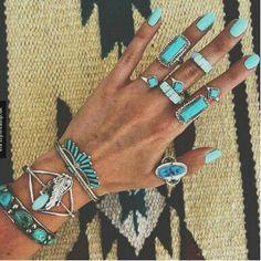 turquoise boho jewels and NAILS Hippie Boho, Mode Hippie, Bohemian Mode, Estilo Hippie, Hippie Style, Bohemian Style, Boho Gypsy, Boho Jewelry, Silver Jewelry