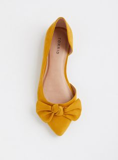 Yellow Shoes Outfit, Flat Shoes Outfit, Yellow Flats, Cute Flats, Cute Shoes, Me Too Shoes, Mustard Shoes, Wide Width Shoes, Fresh Shoes