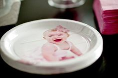 PRINTED paper plates!! How cute is this for a party?
