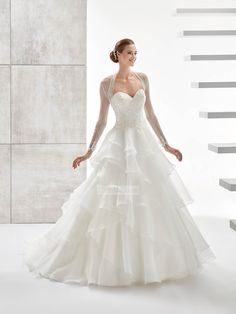 Classic Ball gown strapless v-neck organza