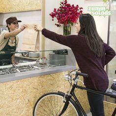 Qué pasada de día! Estamos abiertos hasta las 21h, puedes #comer aquí o venir con tu #bike y marcarte un #takeaway de lujo: qué tal un #sandwich + #smoothie?!