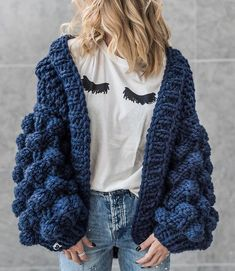The best color ever made by the hands of our kick-ass Mums 🖤⚡️✔️ Chunky Sweater Outfit, Oversized Knit Cardigan, Sweater Outfits, Cute Outfits, Crochet Scarves, Crochet Clothes, Blusas Oversized, Crochet Fashion, Cardigans For Women