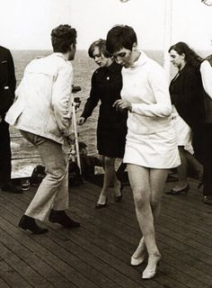 EDITED BY: AMY HABEN Whiskey A Go Go Dancing at the 100 Club, London, early London mods dancing Rolling Stones dancing at The Peppermint Lounge – 1964 Raquel Welch Woodstock child feeling the grooves. Go Go Dancing, Lets Dance, People Dancing, Sixties Fashion, Mod Fashion, Vintage Fashion, Twiggy, Pierre Cardin, Beatles