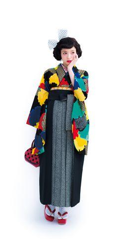 Use tweed plus colourful fabric to make wrap coat Oriental Fashion, Ethnic Fashion, Kimono Fashion, Fashion Art, Girl Fashion, Kimono Japan, Japanese Kimono, Traditional Kimono, Traditional Dresses