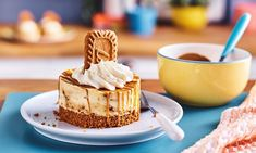 Biscoff Cheesecake Recipe: This simple No-Bake Biscoff Cheesecake is indulgent, creamy and sure to impress anyone who's lucky enough to get a slice!- One of hundreds of delicious recipes from Dr. Oetker! Biscoff Cheesecake, Cheesecake Recipes, Dessert Recipes, Desserts, Drink Recipes, Cooking Recipes, Tea Cakes, Perfect Food, Baking Ingredients
