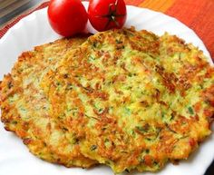 Courgette and potato pancakes with bacon Top-Rezepte.de - The combination of potatoes and zucchini is a bite to eat. Delicious zucchini and potato pancakes w - Slovak Recipes, Czech Recipes, Healthy Meals For Kids, Healthy Recipes, Easy Dinner Recipes, Easy Meals, Vegetable Pancakes, Potato Pancakes, Good Food
