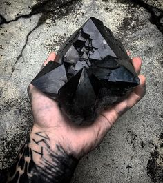 Im a morion and black addict so this is my personal collection! Outstanding piece in my opinion! Crystals Minerals, Rocks And Minerals, Crystals And Gemstones, Stones And Crystals, Pictures Of Rocks, Crystal Magic, Mineral Stone, Smokey Quartz, Quartz Crystal