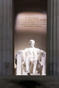 Get up close and personal with a little history. #lincolnmemorial #washingtondc #eastcoastbustours #joyholiday