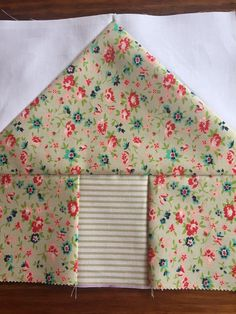This is a step by step tutorial on making little house quilt blocks. Sew Sassy by Paula How to Make Little House Quilt Blocks Quilting - House Quilt Patterns, House Quilt Block, House Quilts, Quilt Block Patterns, Pattern Blocks, Barn Quilts, Quilt Blocks Easy, Quilting Tutorials, Sewing Tutorials