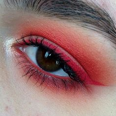 Uuu The red makeup is so attractive and provocative! There is something so hot and passionate in it! It's even mysterious and magical! It's just wow! You can't stop looking at it! Especially in combination with dark eyes and dark, shabby eyebrows... Magnificent!