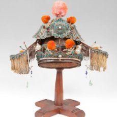 Gran tocado femenino de teatro; China, dinastía Qing,mediados del siglo XIX