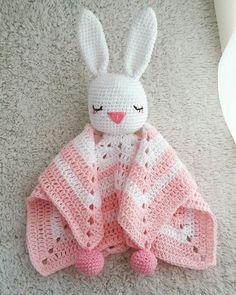 Mantita de apego coneja Kids Blankets, Crochet Baby, Warehouse, Free Pattern, Baby Kids, Crochet Patterns, Hats, Doll, Lace Table