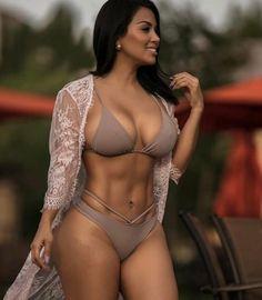 El tremendo cuerpo de Dolly Castro
